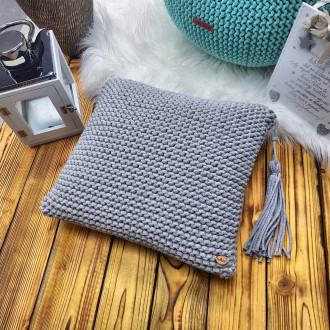 Štrikovaný vankúš - šedá farba